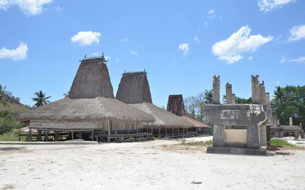 Sumba-traditional-house-(7)
