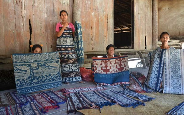 Sumba-traditional-textile-(17)