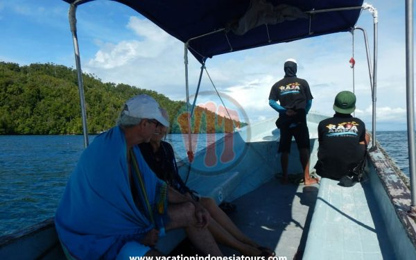 paige-harvey-and-bruce-harvey-to-west-papua-for-birding-tours-to-waigeo-island-and-arfak-mountain-on-manokwari-74