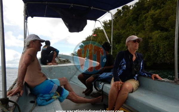 paige-harvey-and-bruce-harvey-to-west-papua-for-birding-tours-to-waigeo-island-and-arfak-mountain-on-manokwari-75